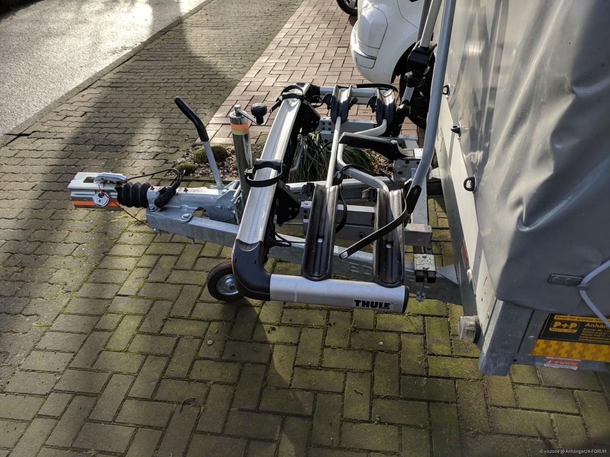 Fahrradträger für die Anhängerkupplung auf der Deichsel