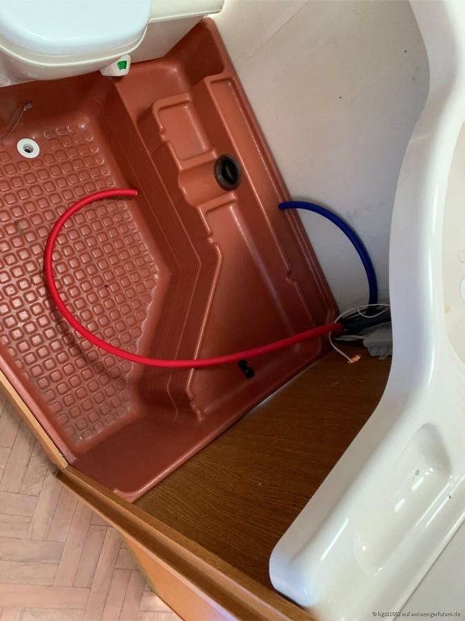 neue Leitungen im Bad