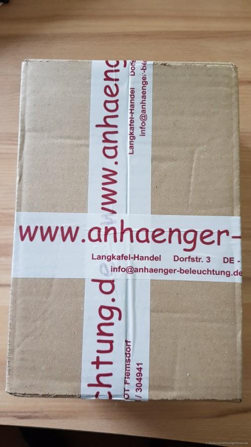 Paket bekommen vom fleißigen Postboten