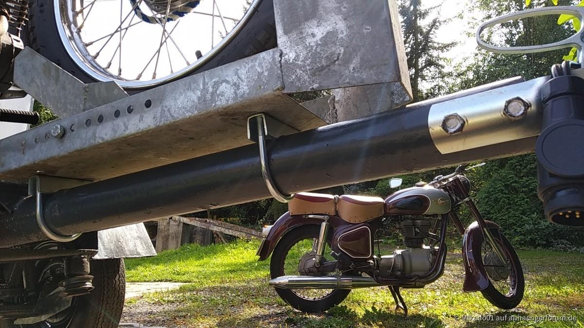Motorradwippe auf der Zuggabel