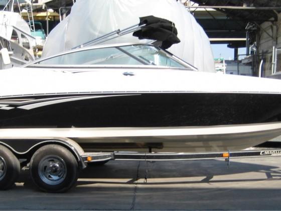 Amerikanischer Motorboottrailer mit klappbarer Deichsel, elektrischer Bremsanlage und Chromfelgen