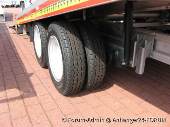 Fitzel Autotrailer mit Zwillingsbereifung